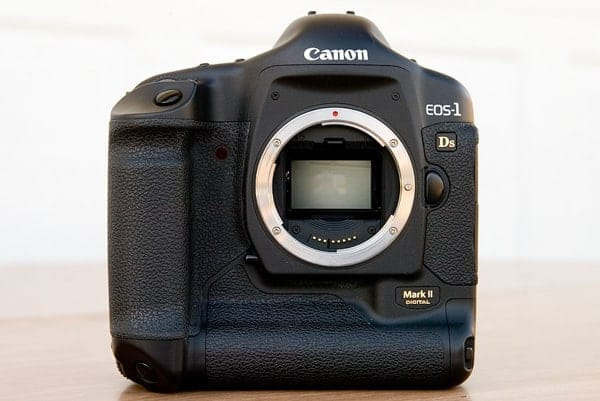 Canon EOS 1Ds Mark II by pointnshoot