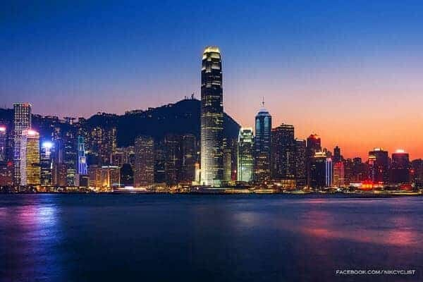 Hong Kong twilight by Prachanart Viriyaraks