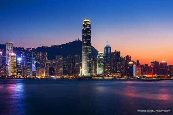 Hong Kong twilight by Prachanart Viriyaraks