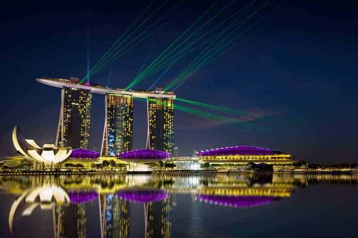 A must see photo spot in Singapore: laser show at the marina bay waterfront