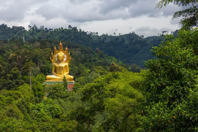 What to photograph in Thailand - Golden Buddah statue