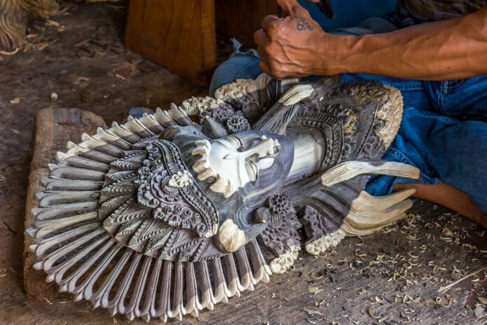 Travel photography tips - Woodcarving in Bali