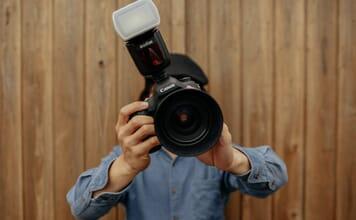 photographer using a speedlight